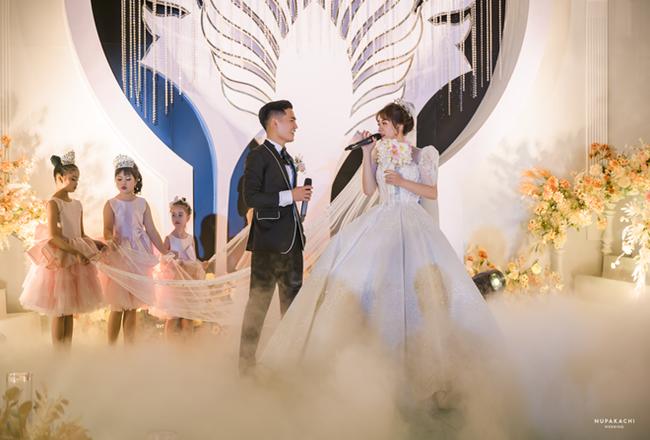 """Bố """"nhà người ta"""" tự thiết kế đám cưới tiền tỷ cho con gái, gần 300 xế hộp xếp chật kín đường - Ảnh 7"""