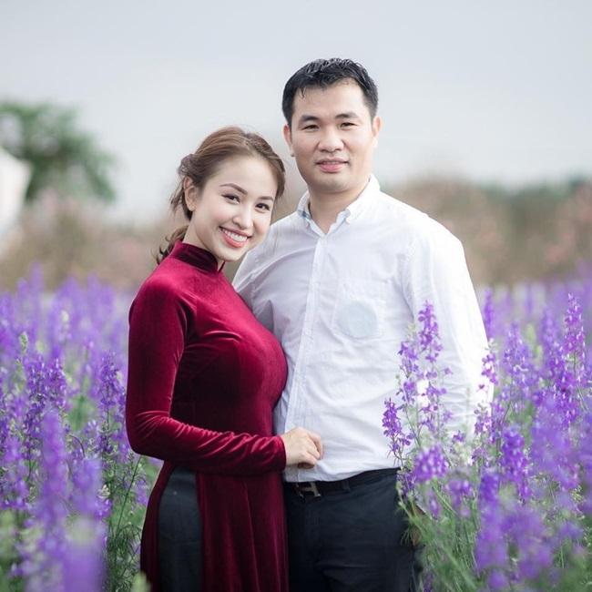 Tin tức giải trí mới nhất ngày 27/1: Vân Hugo chính thức khoe mặt chồng sắp cưới   - Ảnh 1
