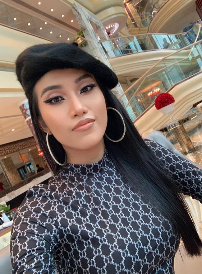 """Hé lộ hotgirl Việt 26 tuổi yêu tỷ phú 72, chuyện tình """"đôi đũa lệch"""" gây sốt cả báo Trung - Ảnh 3"""