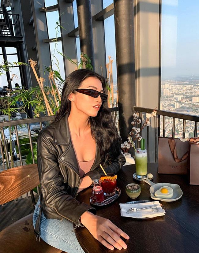 """Hé lộ hotgirl Việt 26 tuổi yêu tỷ phú 72, chuyện tình """"đôi đũa lệch"""" gây sốt cả báo Trung - Ảnh 5"""