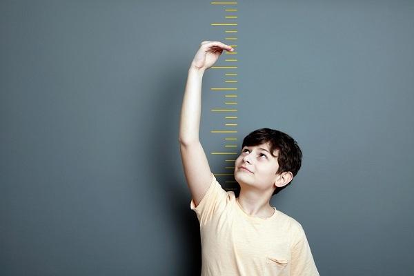 Tin tức đời sống ngày 7/1: Căn bệnh lạ khiến bé trai 11 tuổi cao 1,8m - Ảnh 1