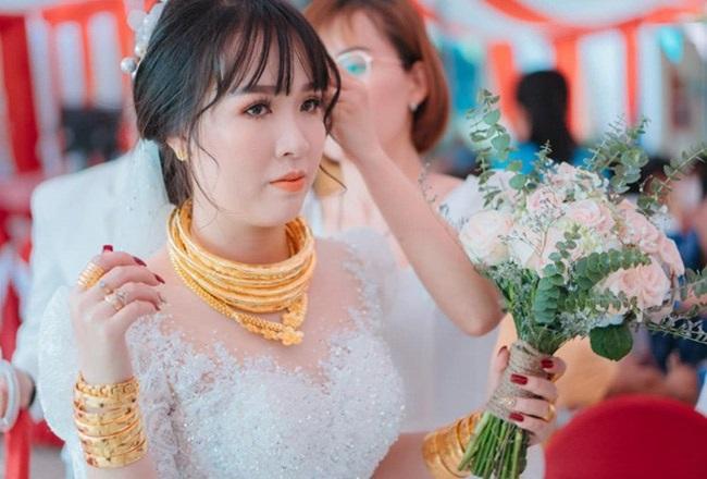 """Cô dâu """"số hưởng"""" với 20 cây vàng đeo trĩu cổ, """"gánh"""" nặng vậy ai cũng nguyện ý lấy chồng - Ảnh 2"""