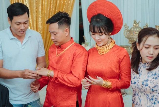 """Cô dâu """"số hưởng"""" với 20 cây vàng đeo trĩu cổ, """"gánh"""" nặng vậy ai cũng nguyện ý lấy chồng - Ảnh 4"""