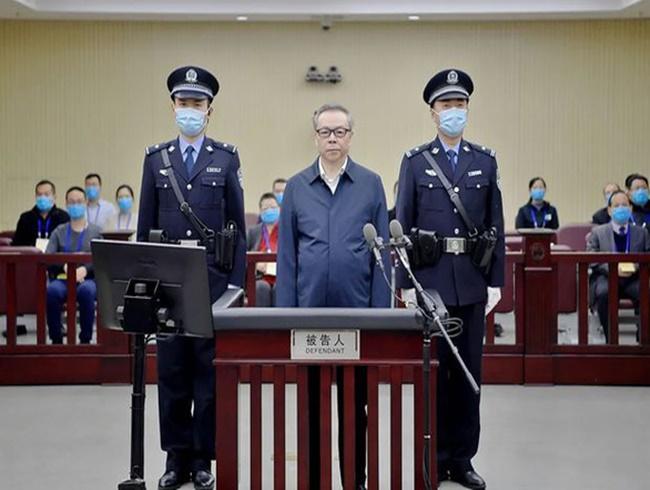 """""""Hoa mắt"""" vì """"núi"""" tiền mặt trong nhà quan tham Trung Quốc vừa lĩnh án tử - Ảnh 1"""