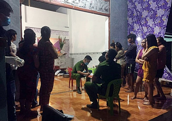 Vụ 1 người chết trong tiệc tất niên ở Bình Thuận: Ráo riết truy bắt nghi can - Ảnh 1