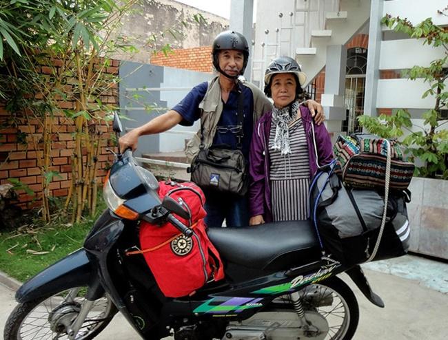 """""""Nghiện vi vu"""", cặp đôi U80 đưa nhau """"đi khắp thế gian"""" trên chiếc xe máy 30 tuổi - Ảnh 3"""
