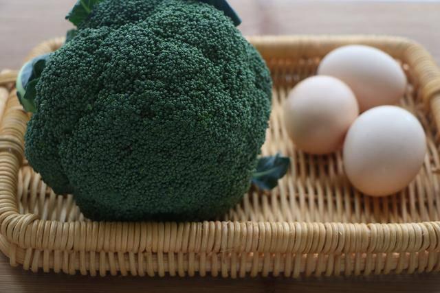 Cách làm trứng cuộn súp lơ xanh ngon miệng, đẹp mắt  - Ảnh 1