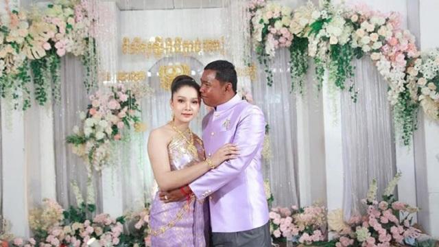 Cô dâu 19 tuổi lấy chồng 52, dân mạng mỉa mai lệch tuổi như hai cha con - Ảnh 1