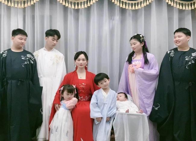 Sợ cô đơn, người mẹ 34 tuổi sẵn sàng đóng phạt để được sinh 7 con - Ảnh 4