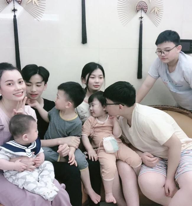 Sợ cô đơn, người mẹ 34 tuổi sẵn sàng đóng phạt để được sinh 7 con - Ảnh 5
