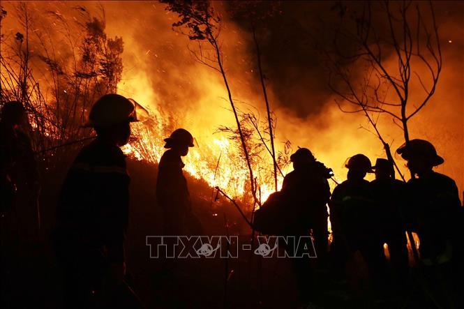 """Lai Châu: Cháy rừng diện rộng, 1.000 người """"gồng mình"""" dập lửa - Ảnh 1"""