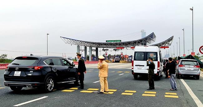 Quảng Ninh tiếp tục tạm dừng hoạt động vận tải khách liên tỉnh từ 6h ngày 8/2 - Ảnh 1