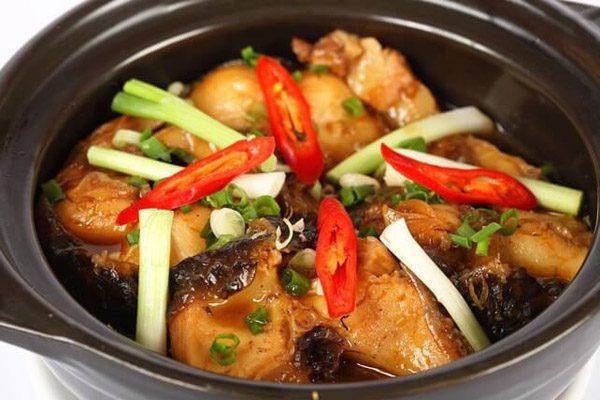 Thêm loại lá này khi kho cá, đảm bảo đánh bật mùi tanh, món ăn lên tầm cao mới - Ảnh 1