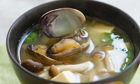 Canh miso nấu ngao cho bữa tối nhanh gọn, đủ chất, lại chẳng sợ béo - Ảnh 2