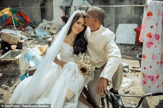 """Cặp đôi U60 nhặt ve chai """"lột xác"""" ngoạn mục trong bộ ảnh cưới, dân mạng trầm trồ không ngớt - Ảnh 4"""