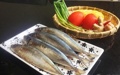 Cá nục kho cùng quả này ăn chua ngọt dễ chịu, không còn mùi tanh - Ảnh 1