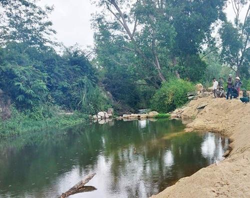 Vụ học sinh đuối nước ở Bình Định: Tử vong ở hố khai thác cát lậu, gia cảnh khó khăn - Ảnh 1