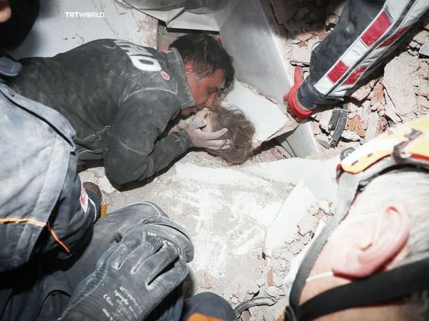 Bé gái sống sót thần kỳ sau 91 giờ bị vùi lấp vì động đất, giờ ra sao? - Ảnh 2