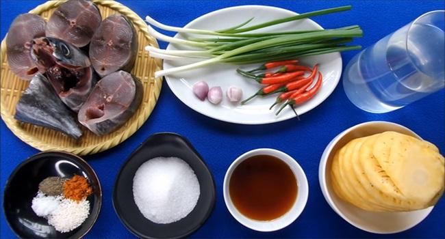 Cá ngừ kho dứa đảm bảo không tanh, thịt cá ăn chua ngọt đậm vị - Ảnh 1