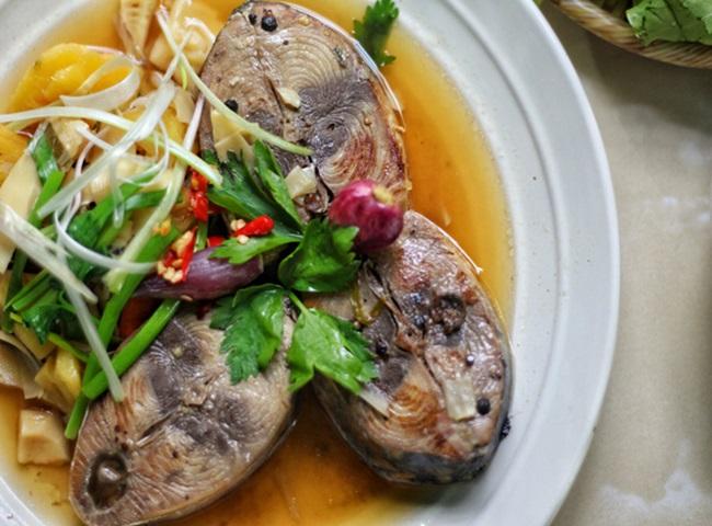 Cá ngừ kho dứa đảm bảo không tanh, thịt cá ăn chua ngọt đậm vị - Ảnh 2