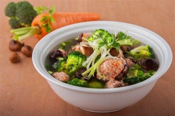 Bí quyết nấu canh mọc thập cẩm bổ dưỡng cho bữa cơm thêm ngon miệng  - Ảnh 1