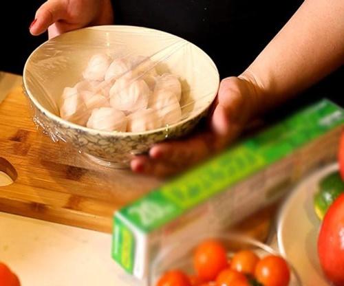 5 sai lầm khi dùng màng bọc thực phẩm gây hại cho cả nhà, điều số 1 ai cũng mắc phải - Ảnh 1