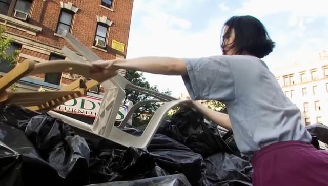 Tiết kiệm tiền mua nhà ở Mỹ, cô gái gây sốc với thói quen kiếm đồ ăn trong thùng rác - Ảnh 2