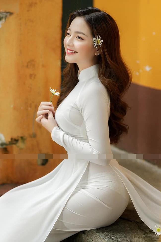 """Mê mẩn vẻ đẹp nền nã của cô gái được mệnh danh """"thiên thần áo dài"""" - Ảnh 1"""