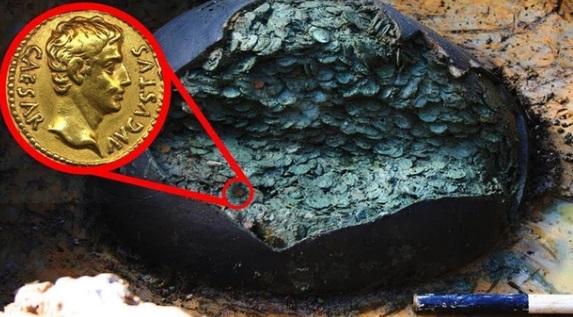 Đầu bếp khai quật chiếc chum cũ trên cánh đồng, ngỡ ngàng trước kho báu 1 triệu USD - Ảnh 1