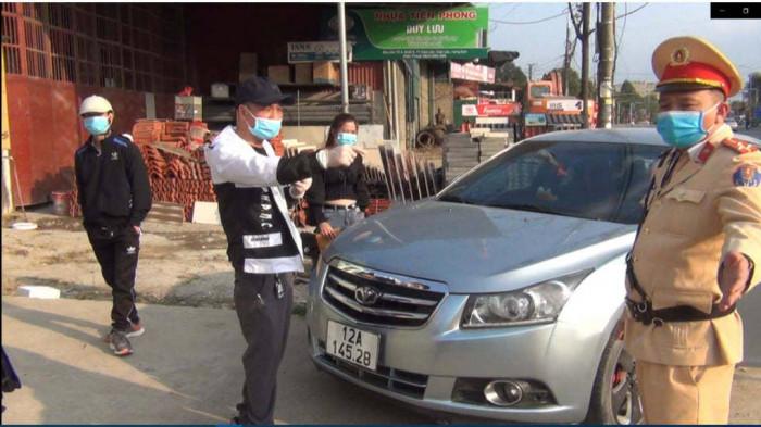 Vi phạm nồng độ cồn, lại không có bằng lái xe, tài xế ô tô bị phạt hơn 40 triệu đồng - Ảnh 1