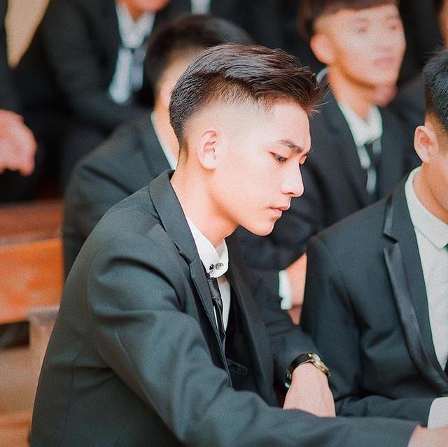 """Sở hữu góc nghiêng giống Sơn Tùng M-TP, hotboy khiến hội chị em """"đứng ngồi không yên"""" - Ảnh 1"""
