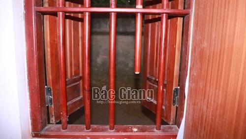 Vụ anh rể trộm 2,3 cây vàng của em vợ: Cậy cửa sổ chui vào phòng ngủ để phá két sắt - Ảnh 2