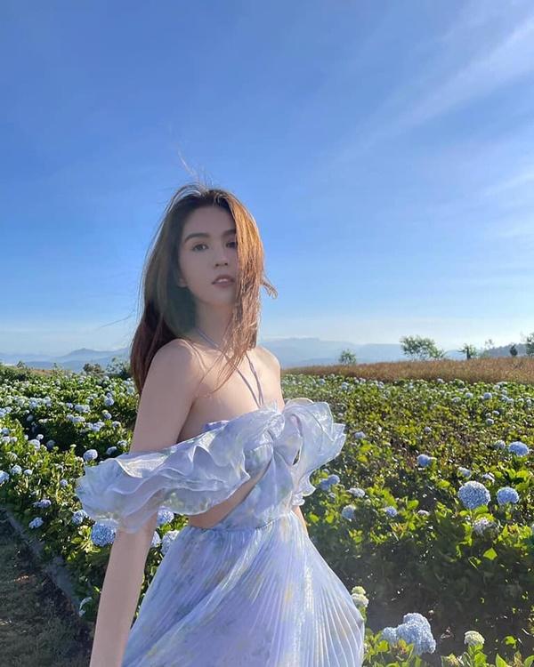 Ngọc Trinh diện váy tím mộng mơ, khoe vai trần hờ hững khiến fan thổn thức - Ảnh 3