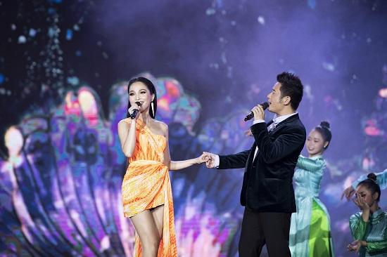"""Hiền Thục tái xuất với nhan sắc """"không tuổi"""", khoe đường cong quyến rũ tại bán kết Hoa hậu Việt Nam 2020  - Ảnh 8"""