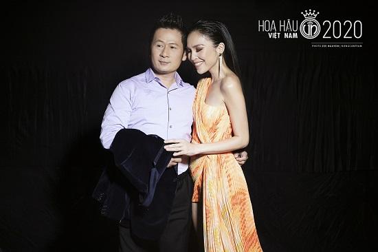 """Hiền Thục tái xuất với nhan sắc """"không tuổi"""", khoe đường cong quyến rũ tại bán kết Hoa hậu Việt Nam 2020  - Ảnh 9"""