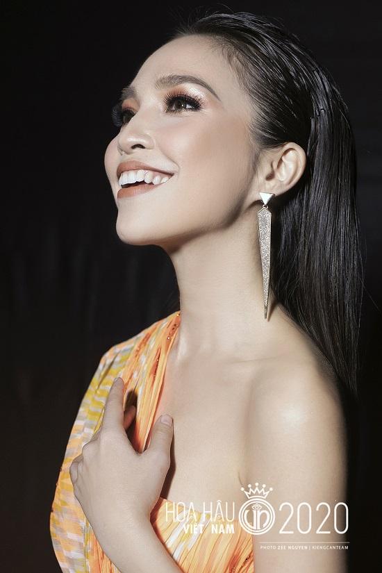"""Hiền Thục tái xuất với nhan sắc """"không tuổi"""", khoe đường cong quyến rũ tại bán kết Hoa hậu Việt Nam 2020  - Ảnh 3"""