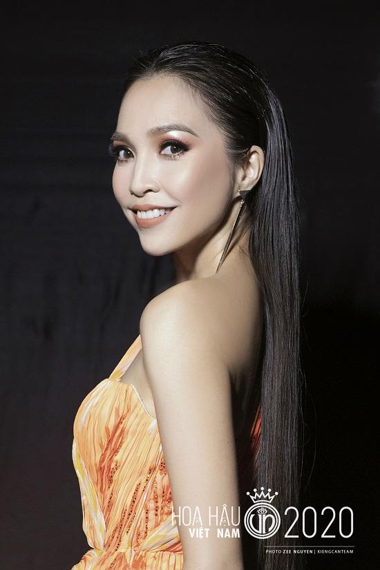 """Hiền Thục tái xuất với nhan sắc """"không tuổi"""", khoe đường cong quyến rũ tại bán kết Hoa hậu Việt Nam 2020  - Ảnh 5"""