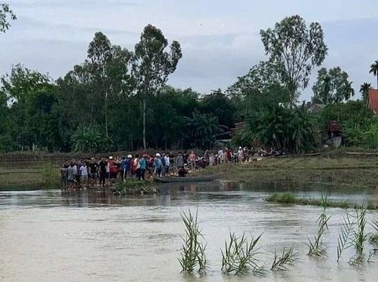 Quảng Nam: 2 học sinh trượt chân ngã rơi xuống cầu, 1 em tử vong  - Ảnh 1