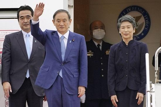 Thủ tướng Nhật Bản khởi hành chuyến bay đến Hà Nội  - Ảnh 1