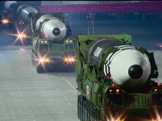 """Điều gì làm tên lửa """"quái vật"""" mới của Triều Tiên khiến cả thế giới """"điêu đứng""""? - Ảnh 2"""