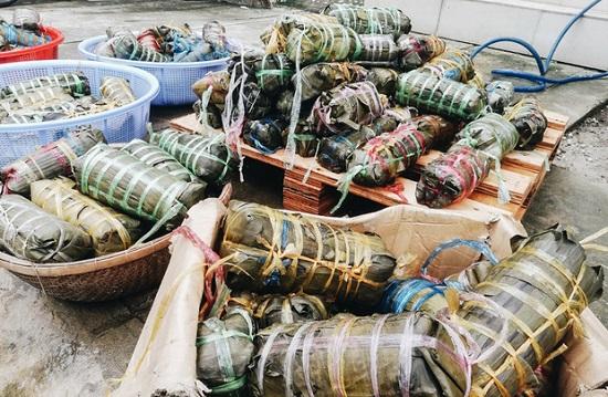 Người dân TP.HCM nấu 5.000 bánh chưng, bánh tét gửi vùng lũ miền Trung - Ảnh 6