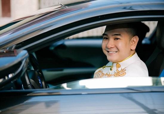"""""""Streamer giàu nhất Việt Nam"""" tiết lộ ngày lên xe hoa với bạn gái 18 tuổi  - Ảnh 1"""