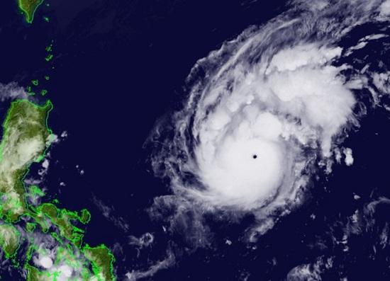 Dự báo bão Goni tăng cấp thành siêu bão trước khi vào biển Đông  - Ảnh 1