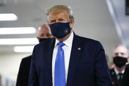 Reuters: Ông Trump đã bắt đầu phải dùng thuốc cho các bệnh nhân COVID-19 nặng - Ảnh 2