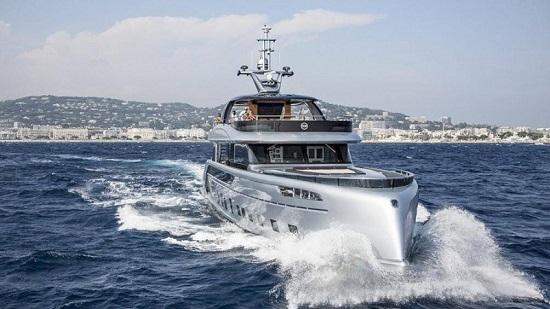 Khám phá du thuyền hơn 300 tỷ lấy cảm hứng từ siêu xe Porsche 911 - Ảnh 1