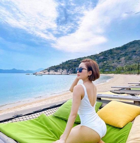 """Hotgirl Trâm Anh """"thả dáng"""" bên bờ biển với bikini khoe trọn đường cong nóng bỏng  - Ảnh 4"""