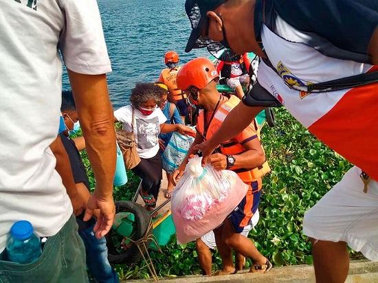 """Chùm ảnh: Siêu bão Goni """"càn quét"""" Philippines với sức mạnh tàn khốc  - Ảnh 7"""