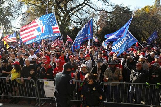 """Hàng nghìn người ủng hộ Tổng thống Trump biểu tình, phản đối """"gian lận bầu cử""""  - Ảnh 1"""