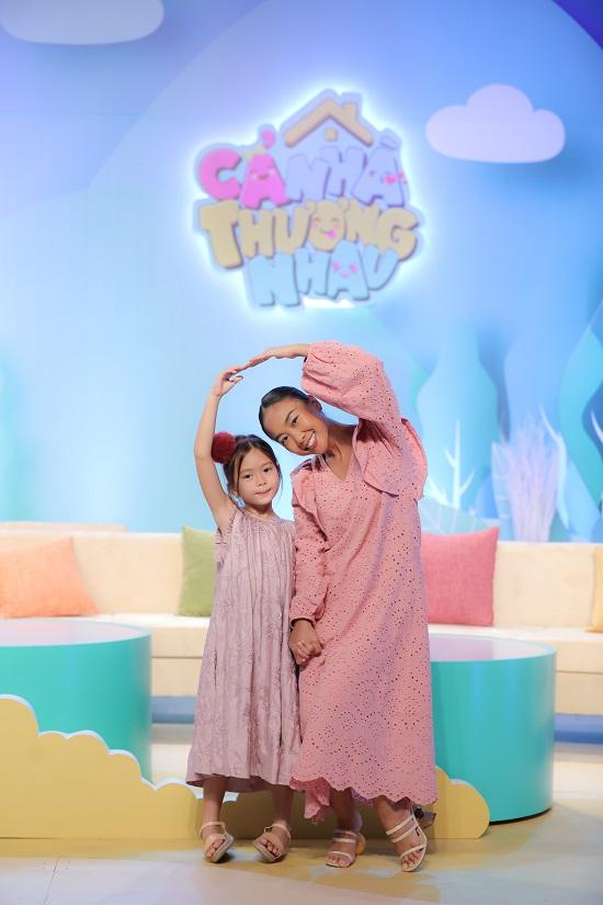 Ca sĩ Đoan Trang song ca cùng con gái cực dễ thương  - Ảnh 1