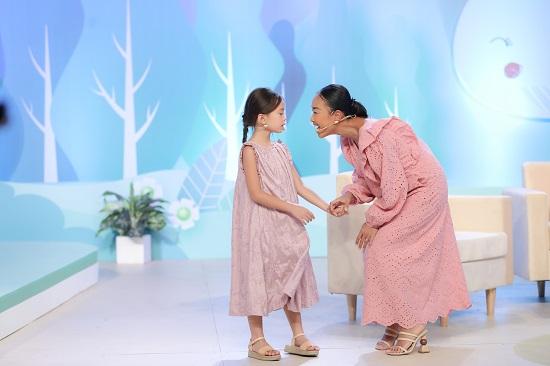 Ca sĩ Đoan Trang song ca cùng con gái cực dễ thương  - Ảnh 3